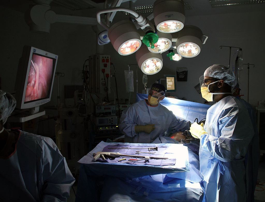 Laparoscopic_surgery_in_Afghanistan_141130-N-JY715-332-1024x784