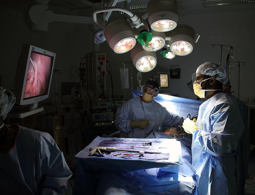 Laparoscopic_surgery_in_Afghanistan_141130-N-JY715-332-1024x784