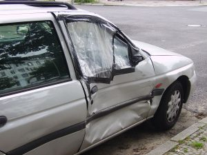 1024px-Damaged_car_door-300x225