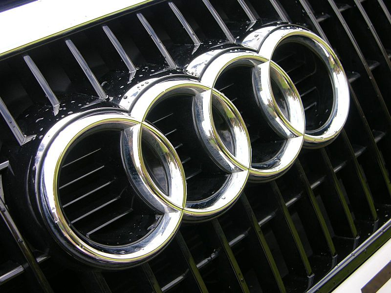 800px-2009_Audi_Q5_SE_TDi_Quattro_-_Flickr_-_The_Car_Spy_11-1