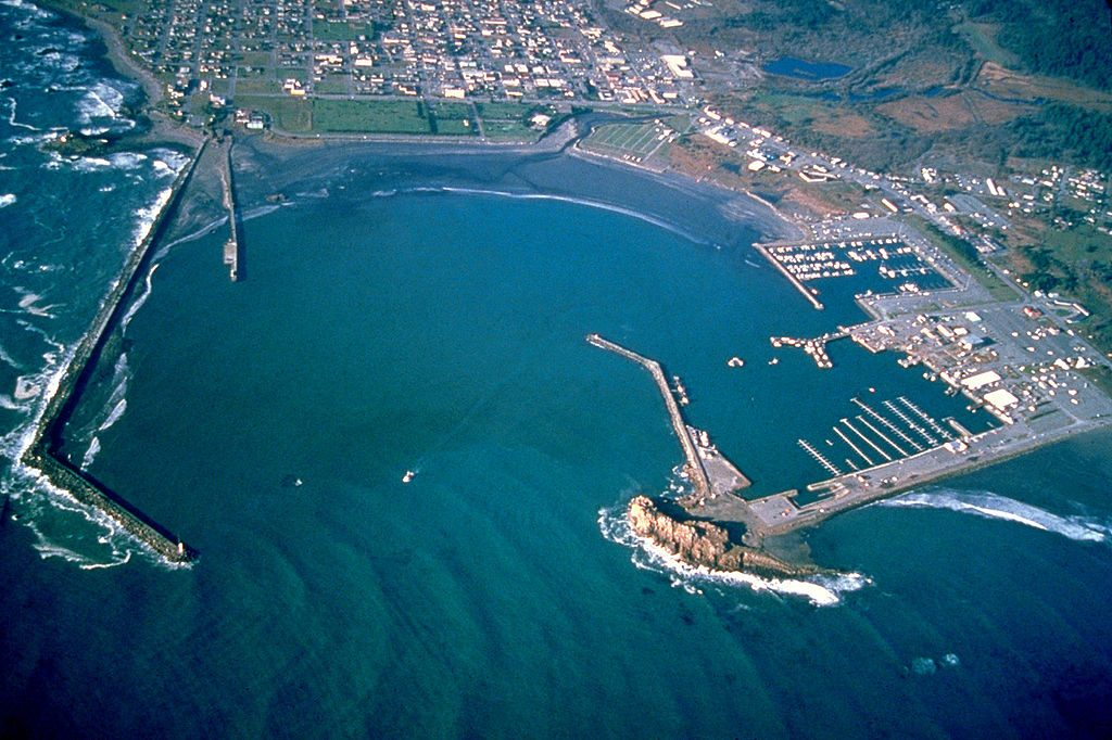 1024px-Crescent_City_California_harbor_aerial_view-1-1024x682
