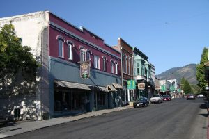 Yreka_California_in_summer_2011_3-1-300x200