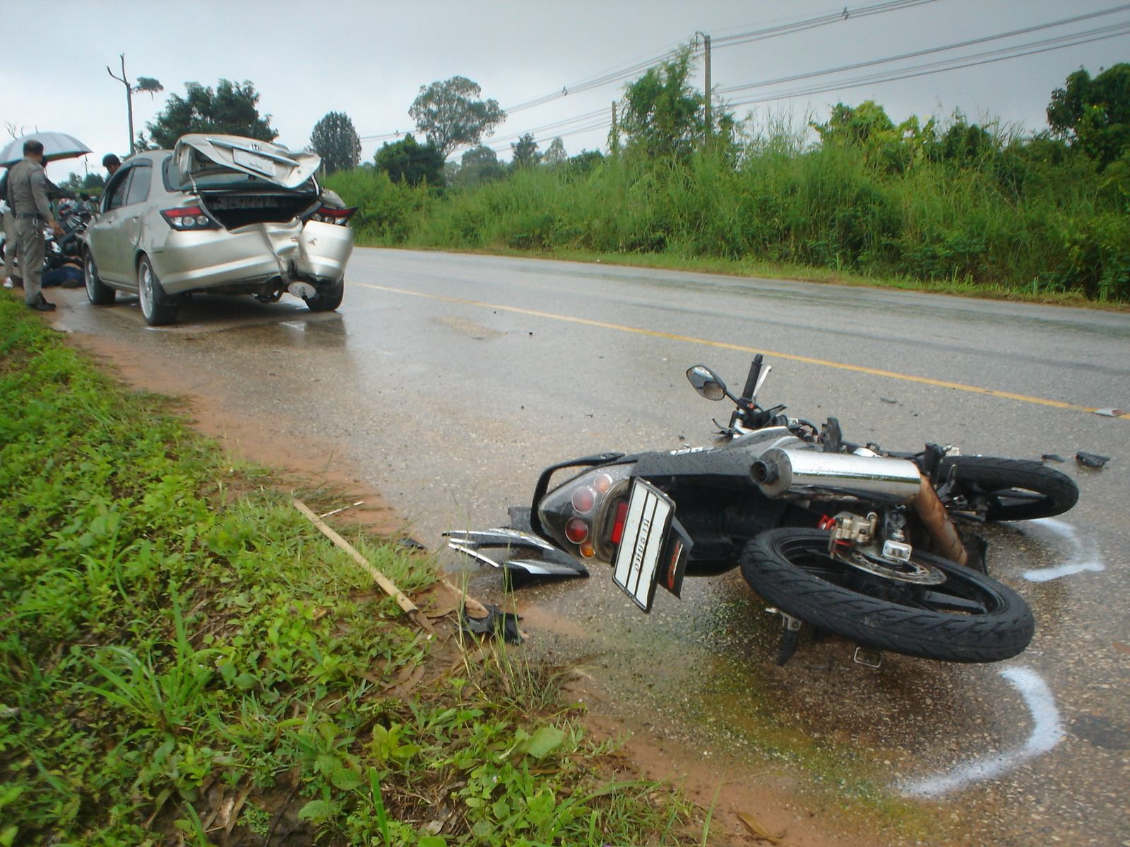 Honda_City_hit_by_motorcycle_1-1