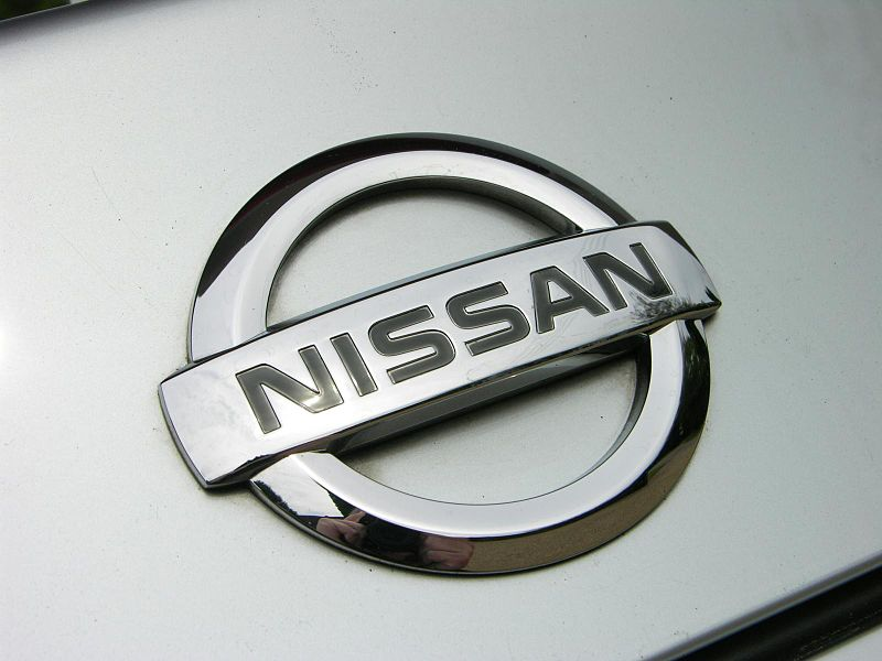 800px-2009_Nissan_GT-R_Premium_-_Flickr_-_The_Car_Spy_12