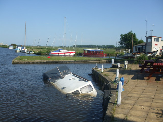 Boat_accident_at_Buckenham_boat_yard_Norfolk_England_May_2009_from_geograph-org-uk
