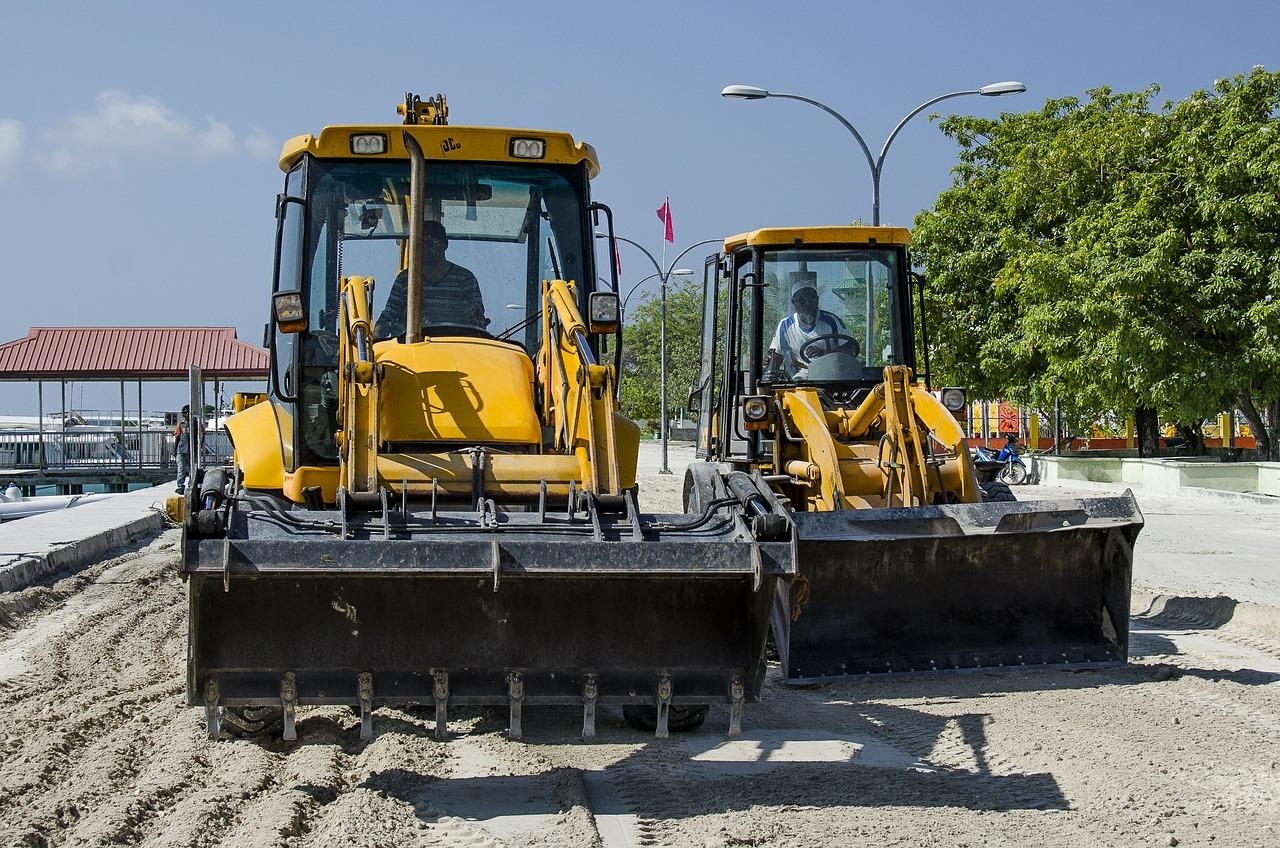 excavators-581333_1280