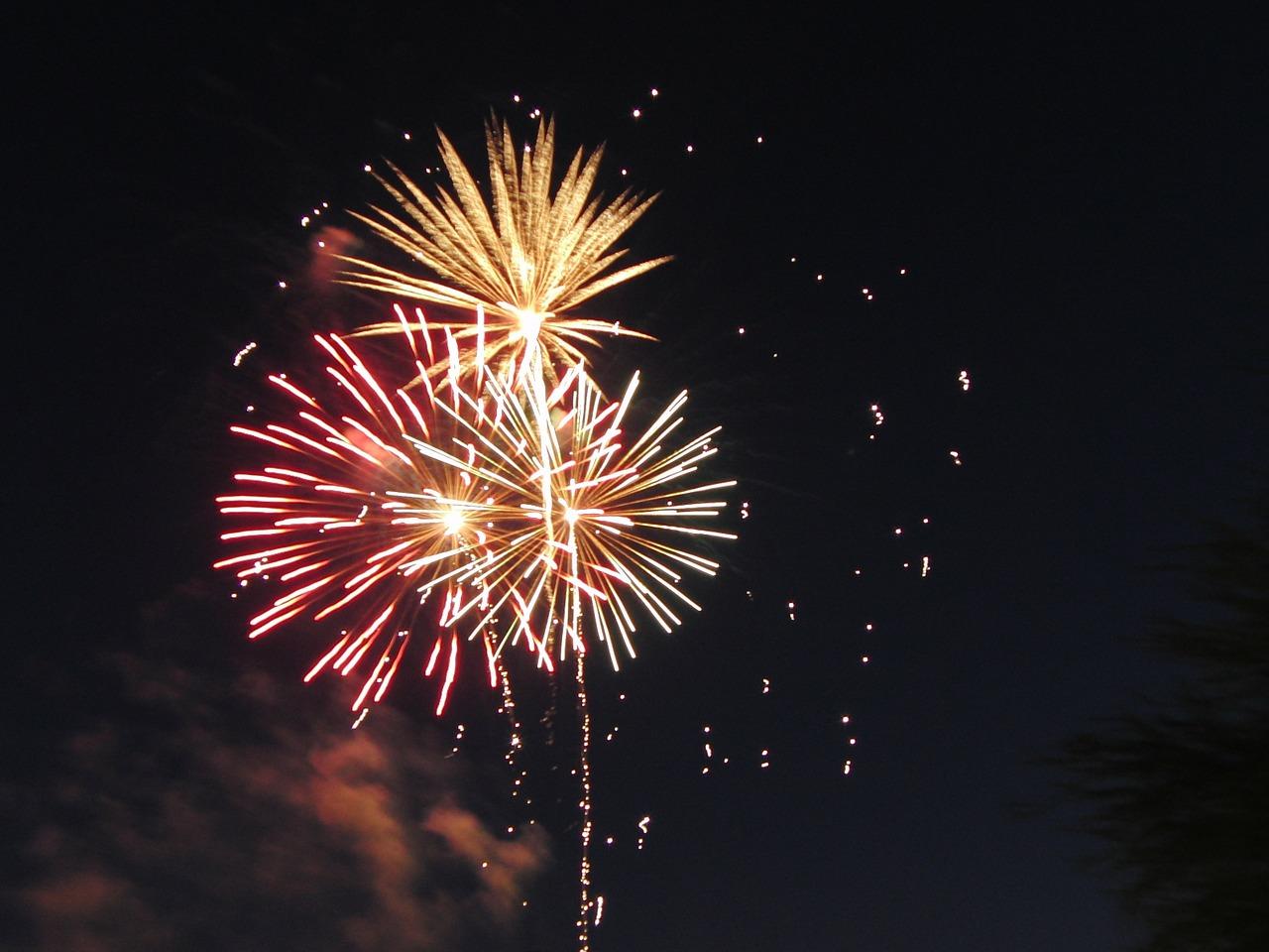 fireworks-143317_1280