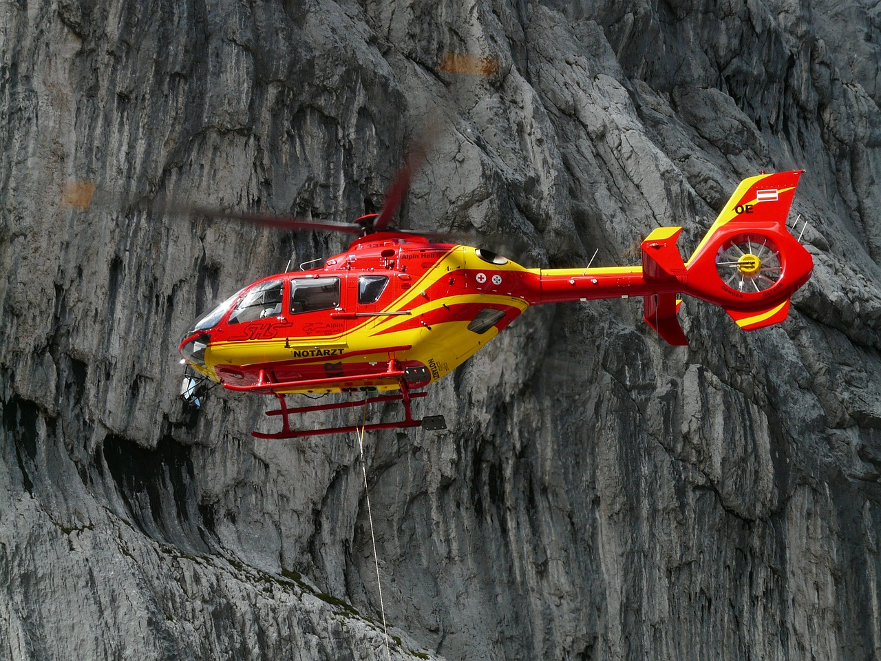rescue-helicopter-61009_1280