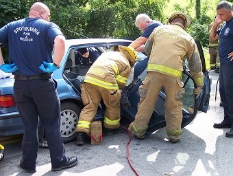 https://pixabay.com/en/extrication-accident-rescue-421161/