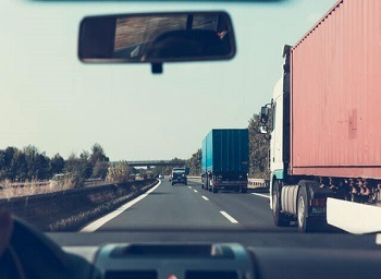 Top Ways to Avoid a Fatal Loomis Trucking Accident
