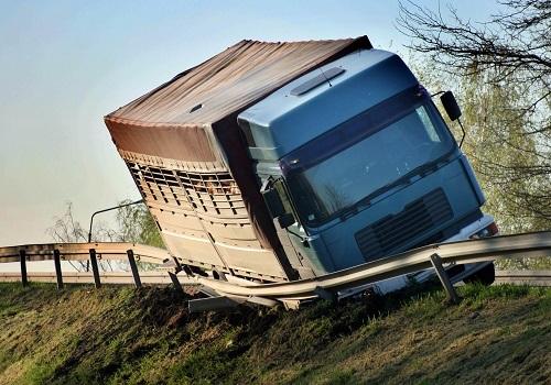 Trucker Loses Life in Santa Clarita Truck Crash