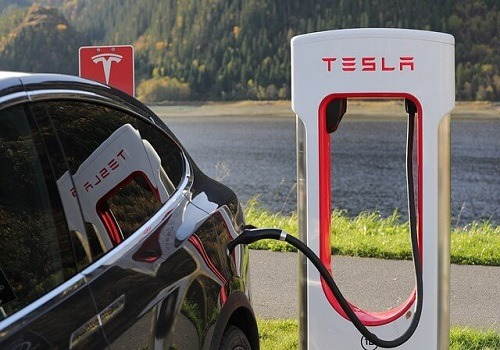Lack of Highway Safety Repairs Adds to Fatal Tesla Crash