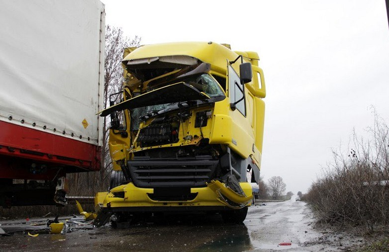 One Injured in Head-On Truck Collision Near Ukiah